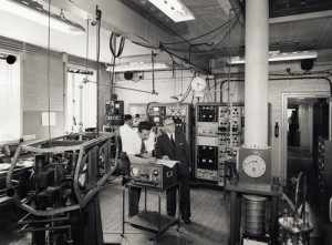 Dr Louis Essen In HIs Laboratory